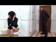 Выебал в туалете мамашу