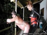 Госпожа трахает раба в маске