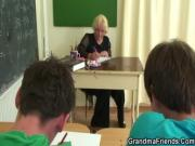 Трахают училку вдвоем