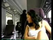 Дрочит в поезде на глазах у людей