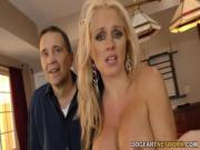 Негры трахают жену перед мужем