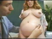 Врач с медсестрой ебут беременную в сраку