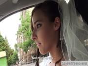 Невесточка ебется с другом жениха в машине