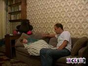 Дочь и отец трахаются пока мамки нет дома