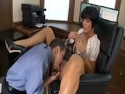 Сексуальная мамочка любит трахать своих подчиненных
