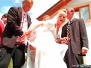 Невесту ебут толпой на заднем дворе