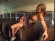 Кончил на губки в автобусе