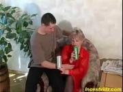 Напоил и трахнул пьяную мать