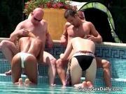 Ебут тощих подруг в бассейне