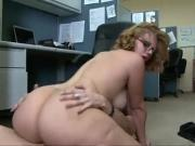 Ебут жену на работе как шлюху