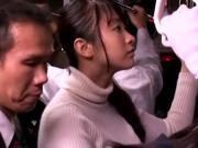 Азиатских девочек ебут в забитом поезде