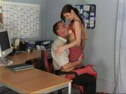 Секретарша знает что ее начальник любит красный цвет