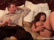 Порно муж смотрит как ебут жену на его кровати