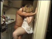 Трахает женушку после работы