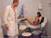 Гинеколог трахает пациентку из универа